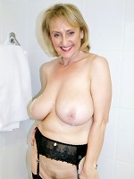 Sugarbabe-Getting Dirty In The Bath Pictures