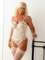 Melody-Cream Basque Pictures